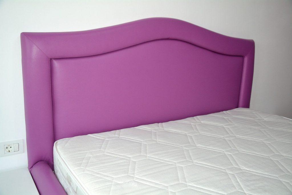 Tablie pat tapitat violet in piele ecologica rezistenta imbracata cu burete-min