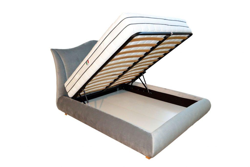 Vedere laterala a patului tapitat Monte Carlo cu deschidere a somierei cu saltea model coltare metalice pentru imbinare paturilor tapitate dehusabile demontabile-min