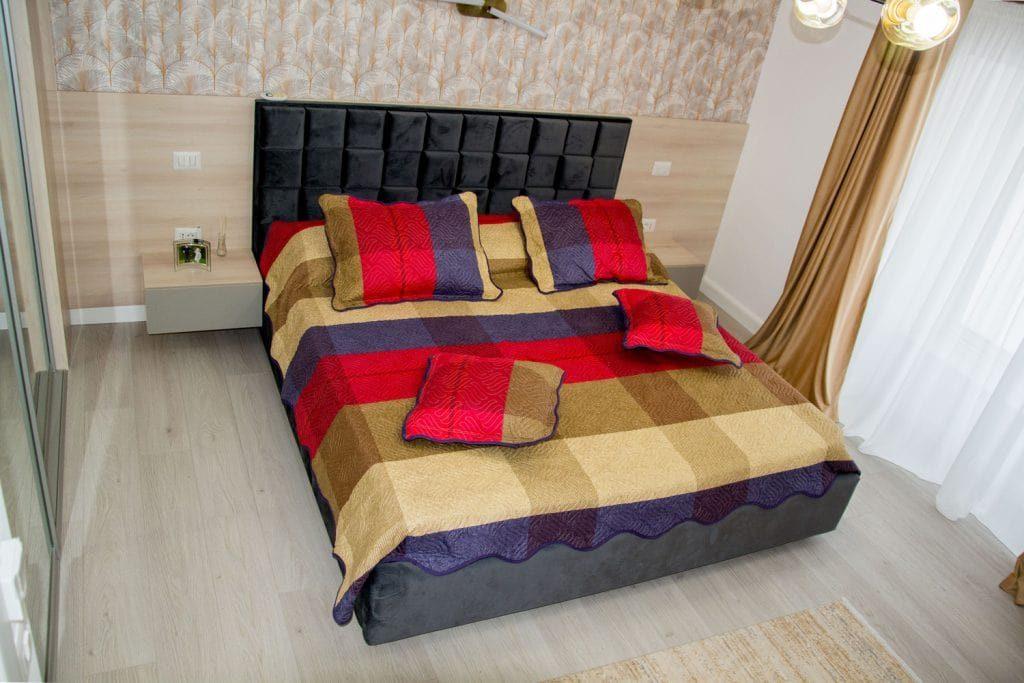 Model de pat 160 cu tablie tapitata cu stofa casablanca 2316 cu lada depozitare diverse